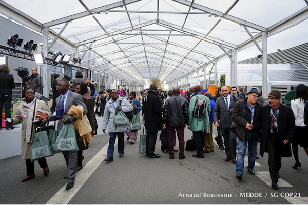 The morning bustle at the Le Bourget site. Photo credit: Arnaud Bouissou via COP21 flickr.